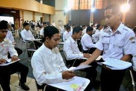 Dispendik Surabaya Motivasi 48 Penerima Beasiswa Teknik Pesawat Udara