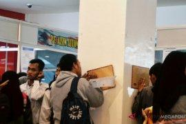 Ribuan pencari kerja padati bursa kerja Karawang