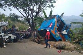 Besi pembatas di lokasi kecelakaan banyak dicuri