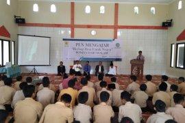 PLN Bogor ajarkan santri ilmu kelistrikan