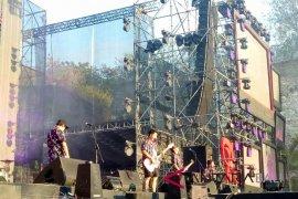 Pee Wee Gaskins bawa nuansa 90-an ke panggung Soundrenaline
