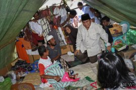 Prabowo Kunjungi Korban Gempa Lombok