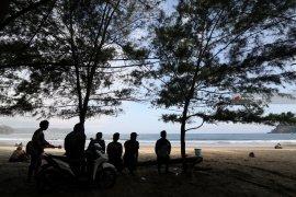 Wisata Pantai Sine Tulungagung