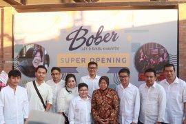 Risma Tidak Ikut Cawe-Cawe Putranya Bisnis Kafe di Surabaya