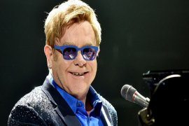 "Elton John Awali Lawatan Perpisahan ""Yellow Brick Road"""