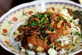 Cirebon pecahkan rekor makan nasi lengko terbanyak