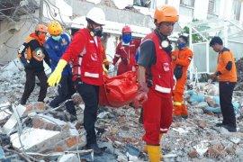 PMI Mengirimkan Kantong Jenazah Ke Lokasi Pesawat Jatuh