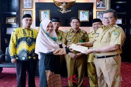 Pemkab Balangan Berikan Dukungan Kepada Tazkiah Aulia di MTQ - Medan