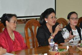 """Suastini Koster: perempuan bukan """"vas bunga"""" politik"""