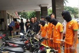 Polres Bogor tangkap pencuri dan penadah motor