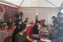 Desi Maulizar menggalang netizen membangun rumah warga miskin