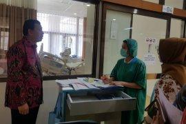 Sekda menjenguk Kepala Kesbangpol Jawa Barat