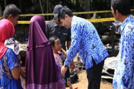 Sekda serahkan bantuan untuk korban kebaran