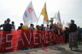 Sejumlah aktivis lakukan aksi selamatkan Meratus di hari sumpah pemuda