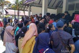 Ratusan pelamar CPNS datangi kantor BKD Tapteng