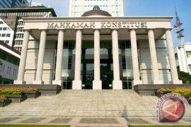 MK tolak permohonan uji UU Ketenagakerjaan