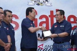 Wakil Ketua MPR Mahyudin tekankan perlunya menerapkan demokrasi ala Indonesia
