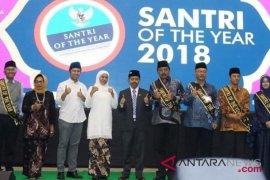 Dahlan Iskan-Hasyim Muzadi terima penghargaan Santri of The Year 2018