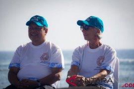 Pimpinan IMF bersama pejabat Indonesia tanam terumbu karang