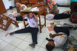 A moderate quake jolts Malang