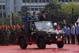 HUT ke-73, Presiden ajak TNI berantas komunisme dan warisan PKI