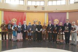 Unpad Bandung tambah tiga guru besar