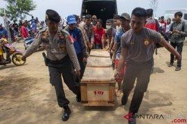 Tujuh kantung jenazah tiba di Rumah Sakit Polri