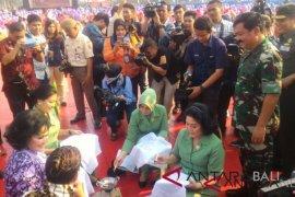 TNI pecahkan rekor MURI membatik dengan canting