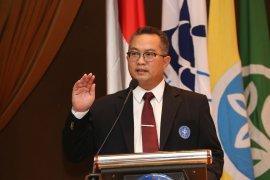 Rektor melaporkan capaian Kinerja Semester I di Sidang Paripurna Terbuka MWA