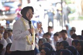 Risma Motivasi Pelajar Surabaya Siap Hadapi Era Globalisasi