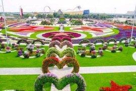 Pengelola Taman Bunga Nusantara berikan teguran kepada pengunjung tanpa masker dan tak disiplin protokol kesehatan
