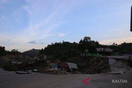 Jalan Poros di Wilayah Kukar Longsor