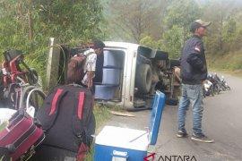 Mobil wisatawan asal Malaysia terbalik di Tongging