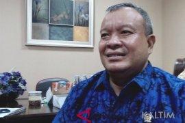 Anggota DPR RI serahkan bantuan kepada masyarakat Penajam