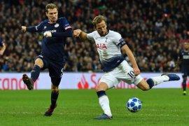 Harry Kane bukukan dua gol untuk menjaga harapan Tottenham