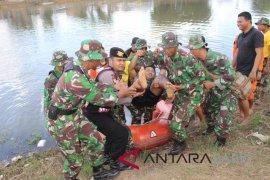 Korem 045 Garuda Jaya latihan simulasi penanggulangan bencana banjir