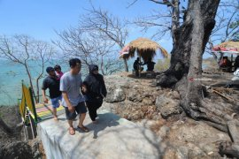 Wisata pantai Jumiang