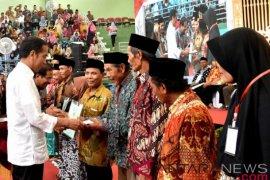 Jokowi bagikan 1.300 sertifikat tanah