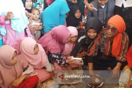 Menteri Susi Makan Ikan Bersama Santri di Situbondo (Video)
