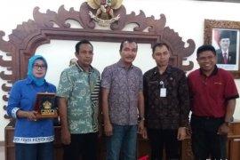 Sekretariat dan wartawan DPRD Sulsel kunker ke DPRD Bali