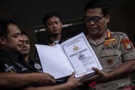 Polisi periksa Rocky Gerung terkait Ratna Serumpaet