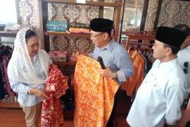 Titiek Soeharto Dukung Pengembangan Batik Motif Lokal Banten