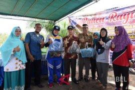 Wabup Bangka panen kepiting bakau-nila di Desa Pagarawan