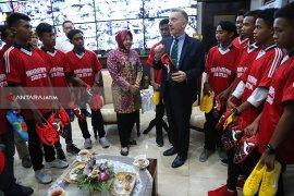 Pemain Timnas U-16 Supriadi dan Sembilan Anak Surabaya Menuju Liverpool
