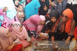 Menteri Susi Makan Ikan Bersama Santri di Situbondo