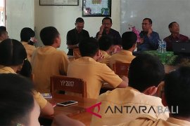 Undiksha sosialisasikan penerimaan mahasiswa baru di Amlapura