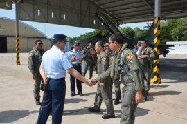 Komandan Lanud Iswahjudi Sambut Kedatangan Pesawat F-16 Dari Natuna