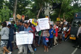 150 anggota Polresta Denpasar bubarkan demo damai aliansi Papua