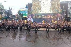 Polda Bali suguhkan kecak sambut Natal di Kuta