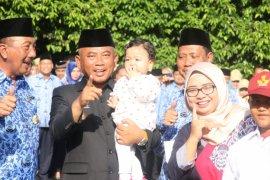 Cucu Walkot Bekasi anak pertama penerima KIA
